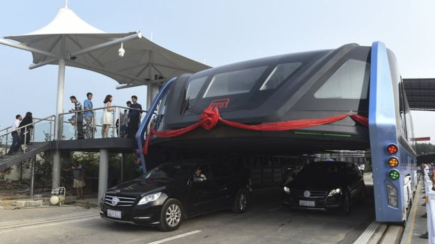 China Starts Testing The Brilliant Traffic-Straddling Bus 32