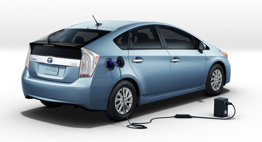 DemLahoriGuys Review the Toyota Prius Plug-In 1
