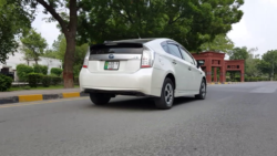 DemLahoriGuys Review the Toyota Prius Plug-In 12
