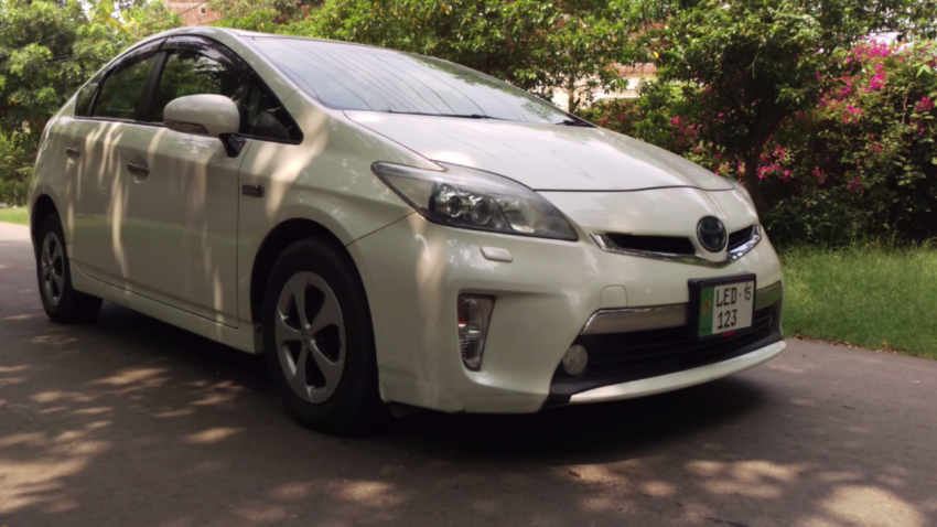 DemLahoriGuys Review the Toyota Prius Plug-In 7