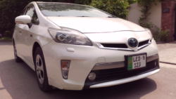 DemLahoriGuys Review the Toyota Prius Plug-In 11