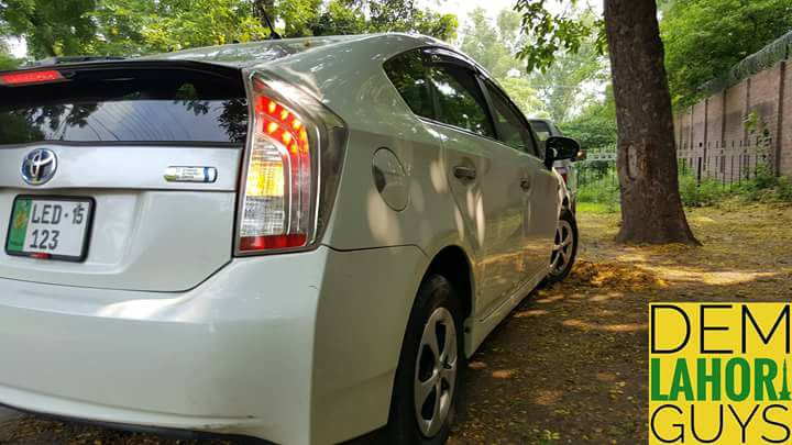 DemLahoriGuys Review the Toyota Prius Plug-In 29