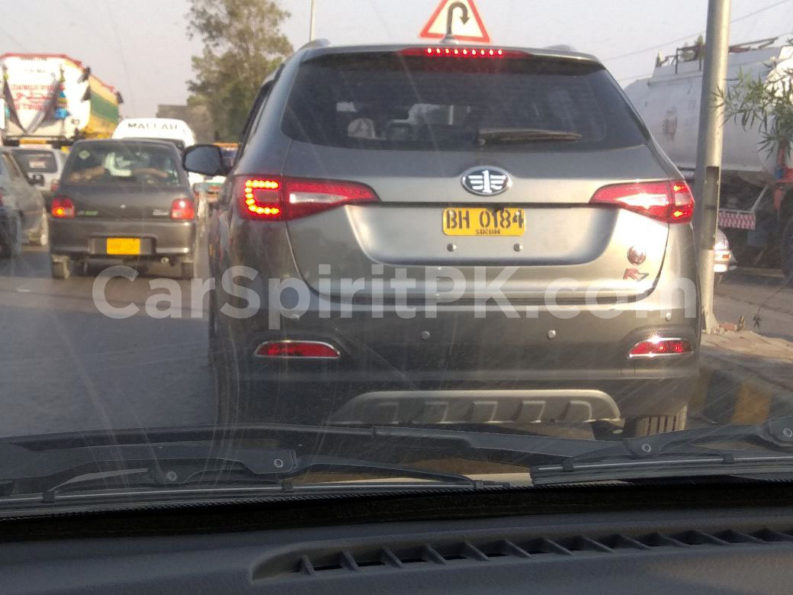 FAW R7 SUV Spotted Testing in Karachi 1