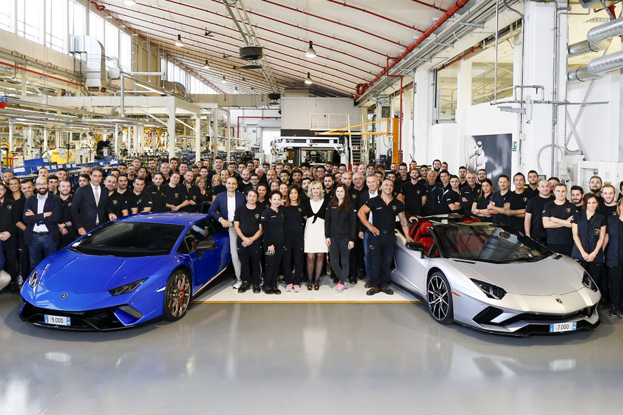 Lamborghini Produces 7,000th Aventador and 9,000th Huracan 8