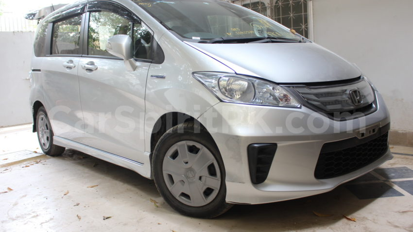 Review: 2012 Honda Freed G (JDM) 3