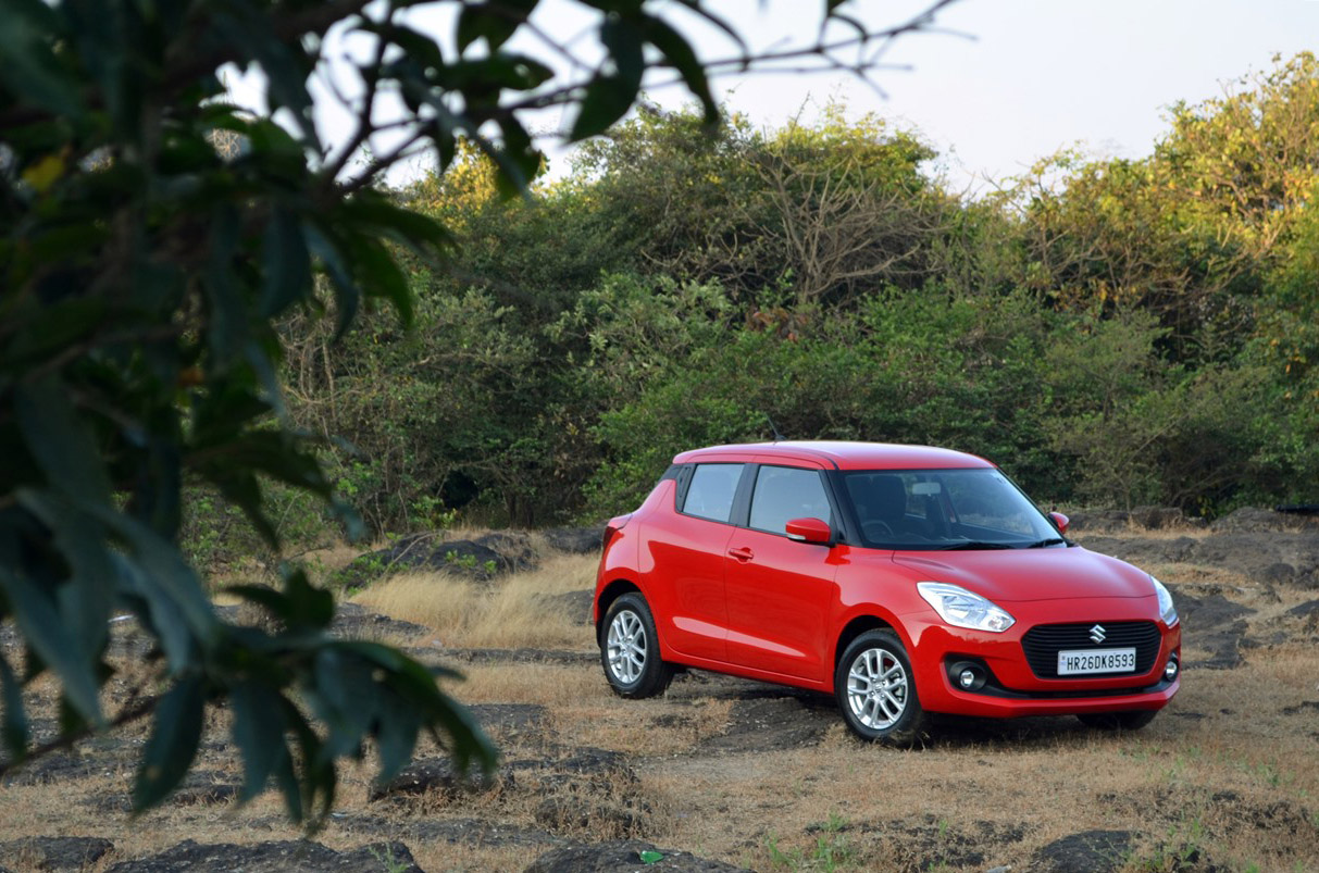 2018-Maruti-Swift-test-drive-review-front-angle-far