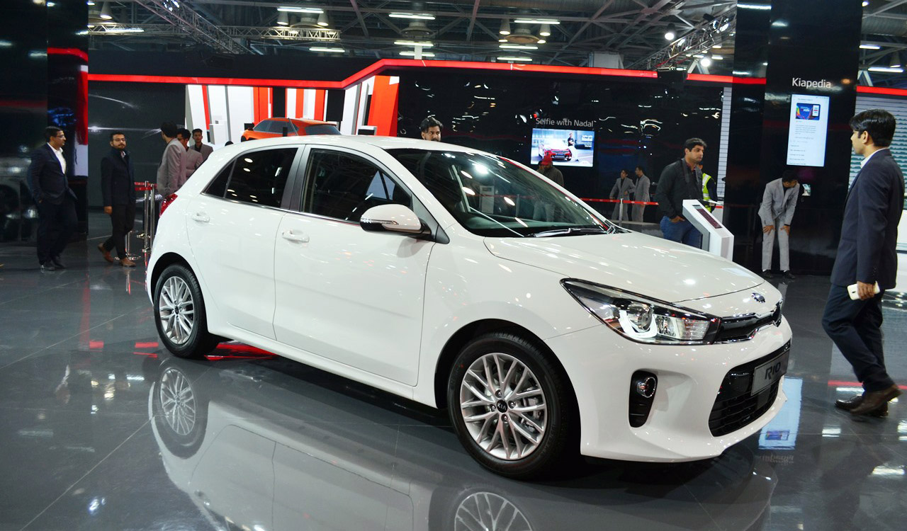 Kia-Rio-front-three-quarters-right-side-at-Auto-Expo-2018