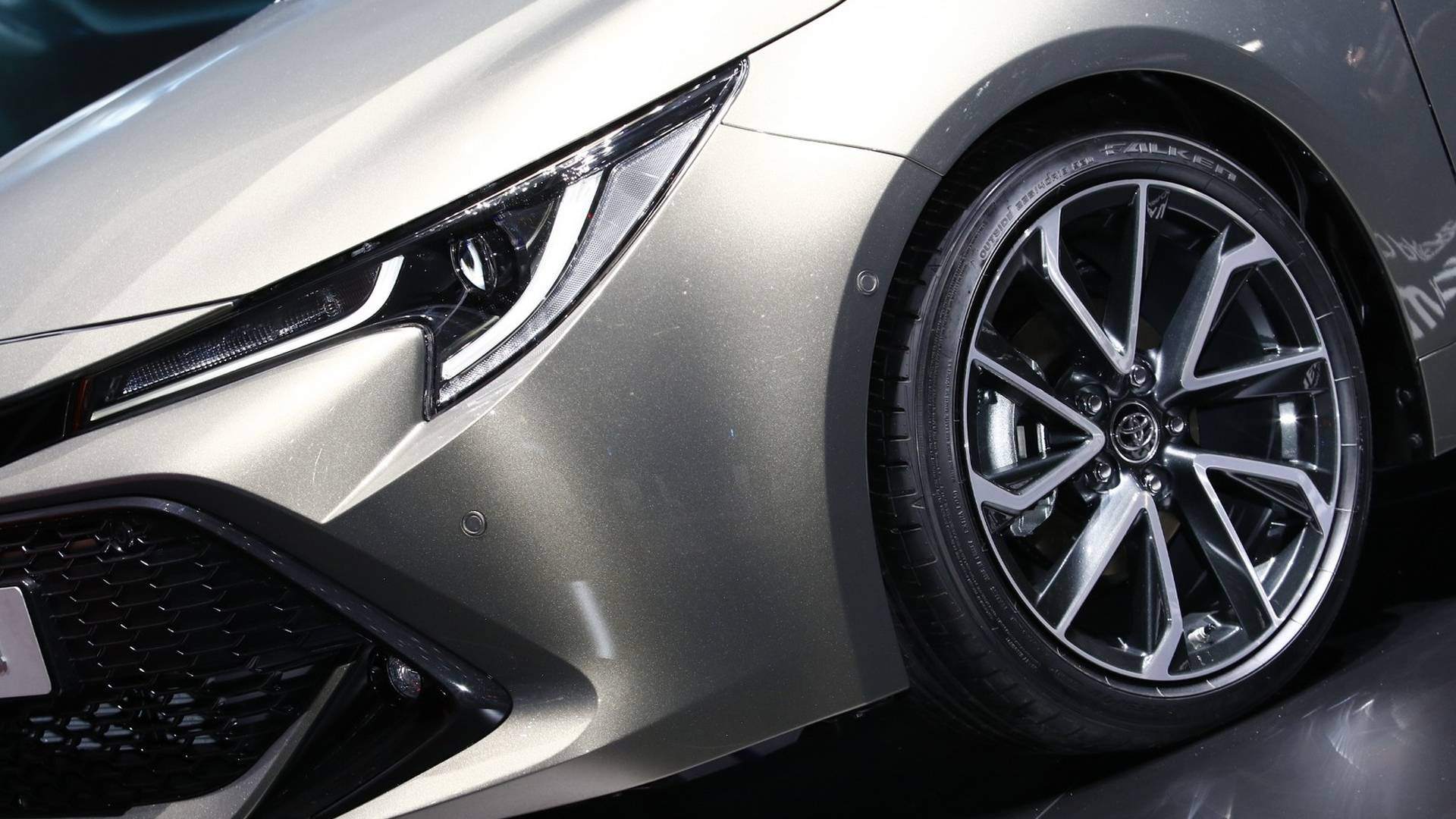 Next Generation Toyota Auris Debuts in Geneva 9
