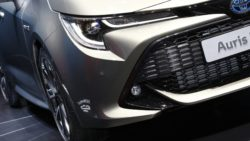 Next Generation Toyota Auris Debuts in Geneva 16