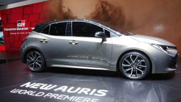 Next Generation Toyota Auris Debuts in Geneva 15