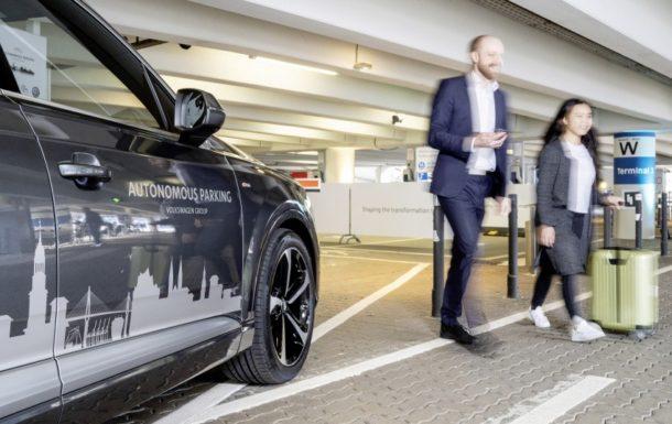 Volkswagen Tests Autonomous Parking Function at Hamburg Airport 1