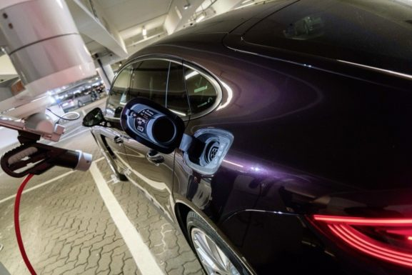 Volkswagen Tests Autonomous Parking Function at Hamburg Airport 2