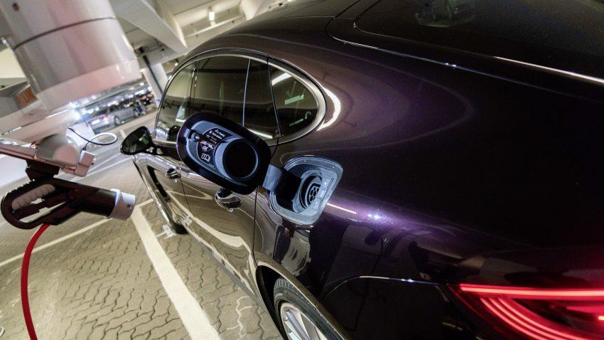 Volkswagen Tests Autonomous Parking Function at Hamburg Airport 5