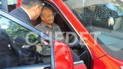 Video: Dr. Mahatir Mohammad Drives Upcoming Proton SUV (Geely Boyue) 8