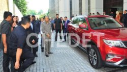 Video: Dr. Mahatir Mohammad Drives Upcoming Proton SUV (Geely Boyue) 6
