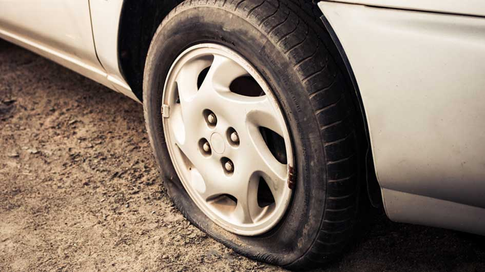 How to Change a Flat Tire and How to Avoid the Puncture 1