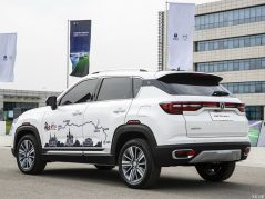 Changan Releases Official Photos of CS35 Plus Crossover Ahead of Debut 33