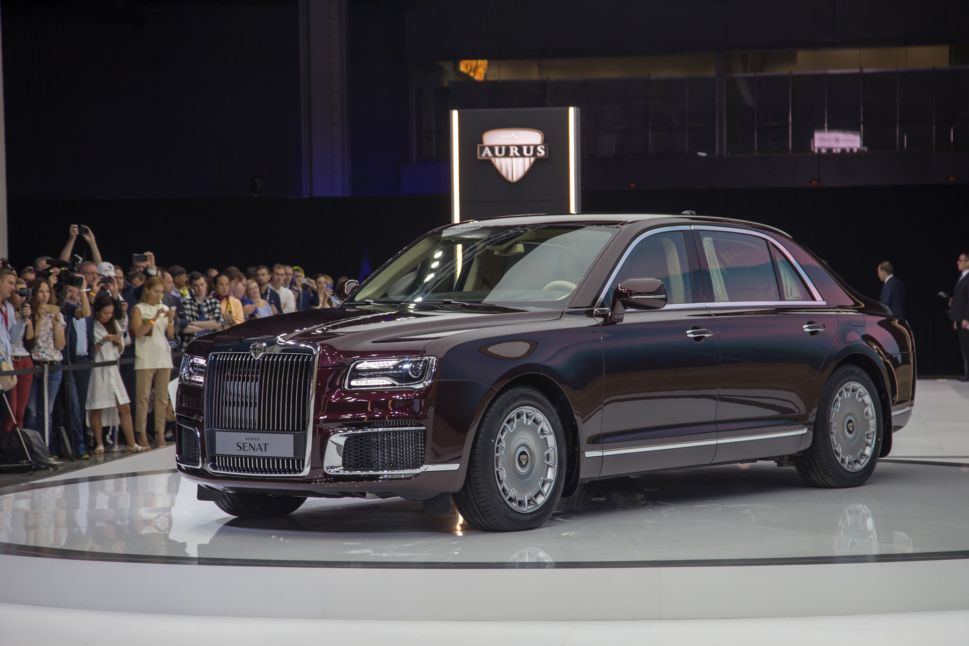 Aurus Senat: Vladimir Putin's New Presidential Limousine 3