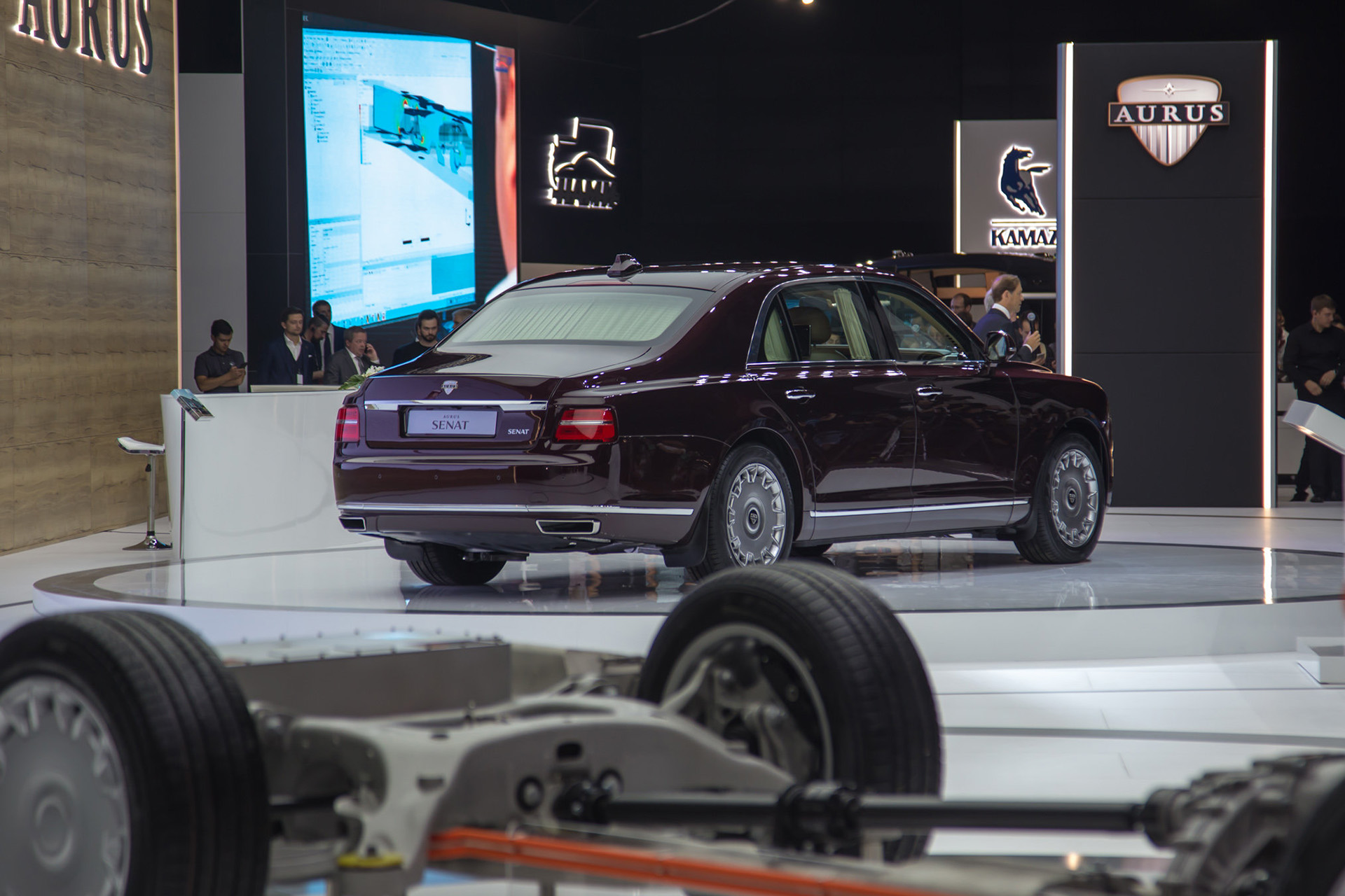 Aurus Senat: Vladimir Putin's New Presidential Limousine 4