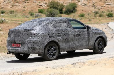 Renault Teases the Arkana Coupe-SUV Ahead of Debut 5