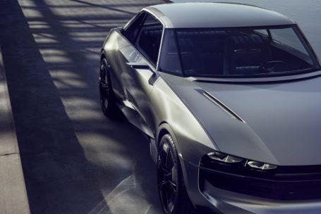 Peugeot Unveils the E-Legend- A Retro Styled Electric Vehicle 24
