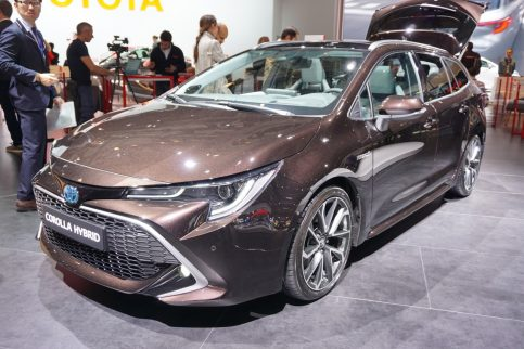 New Toyota Corolla Debuts With Two Flavors at Paris Motor Show 10