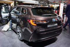 New Toyota Corolla Debuts With Two Flavors at Paris Motor Show 11
