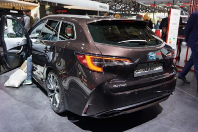 New Toyota Corolla Debuts With Two Flavors at Paris Motor Show 7