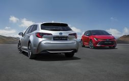 New Toyota Corolla Debuts With Two Flavors at Paris Motor Show 19