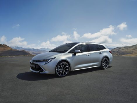 New Toyota Corolla Debuts With Two Flavors at Paris Motor Show 18