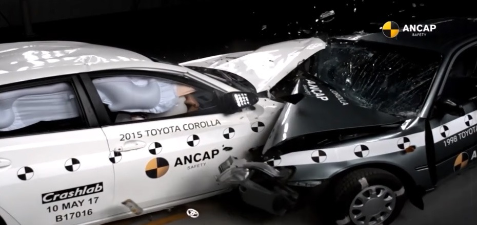 2015 Corolla vs 1998 Corolla Crash Test 2