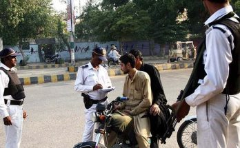 Karachi Traffic Police Cracks Down Against Wrong Way Driving 4
