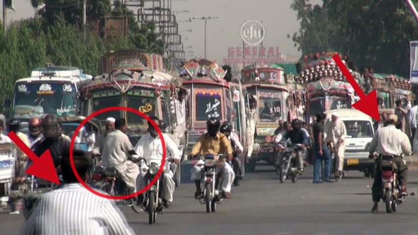 Karachi Traffic Police Cracks Down Against Wrong Way Driving 2
