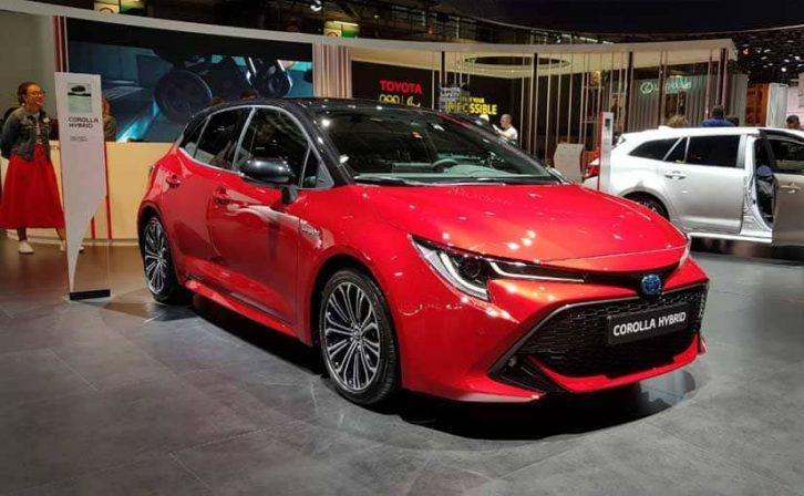 New Toyota Corolla Debuts With Two Flavors at Paris Motor Show 17