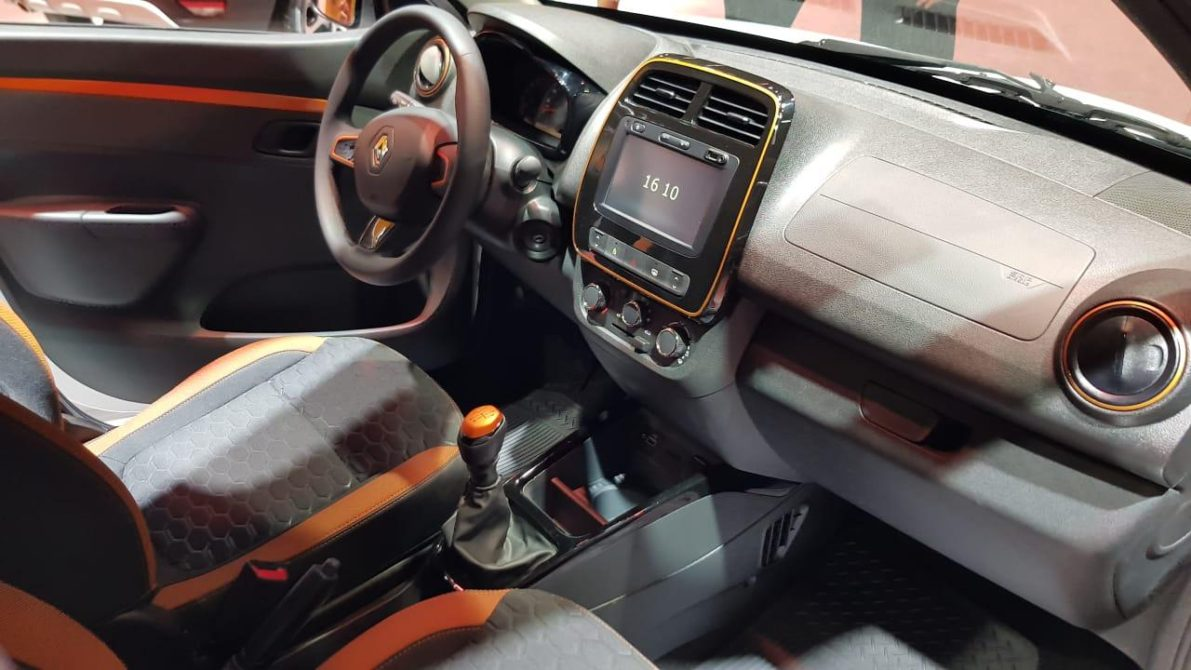 Renault Showcased the Kwid Outsider at 2018 Sao Paulo Motor Show 4