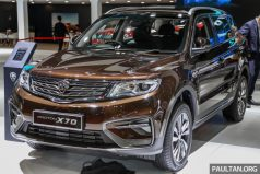 Mahathir Mohammad Gifts Proton X70 SUV to Imran Khan 7