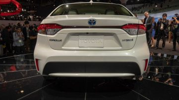 Toyota Corolla Hybrid Debuts at 2018 Los Angeles Motor Show 10