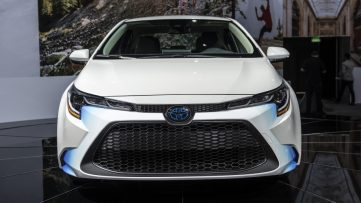 Toyota Corolla Hybrid Debuts at 2018 Los Angeles Motor Show 5