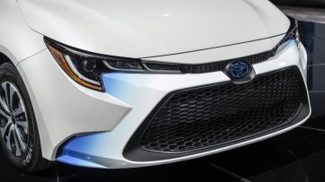 Toyota Corolla Hybrid Debuts at 2018 Los Angeles Motor Show 6