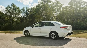 Toyota Corolla Hybrid Debuts at 2018 Los Angeles Motor Show 17