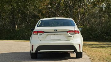 Toyota Corolla Hybrid Debuts at 2018 Los Angeles Motor Show 18