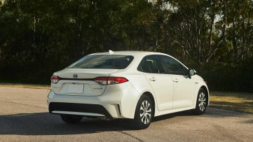 Toyota Corolla Hybrid Debuts at 2018 Los Angeles Motor Show 19