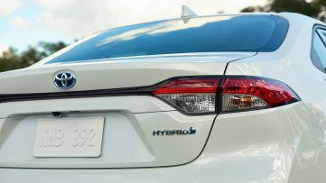 Toyota Corolla Hybrid Debuts at 2018 Los Angeles Motor Show 22