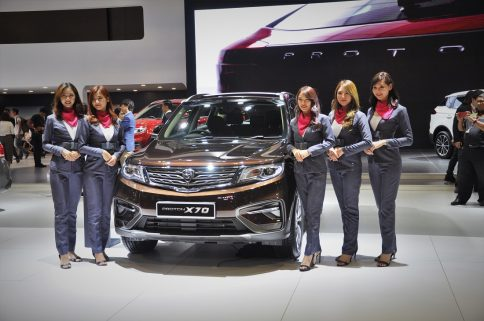 Mahathir Mohammad Gifts Proton X70 SUV to Imran Khan 6