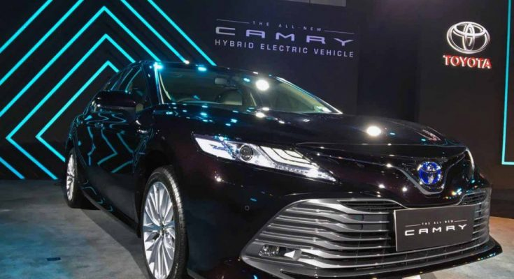 2019 Toyota Camry Hybrid launched in India for INR 36.95 lac 1