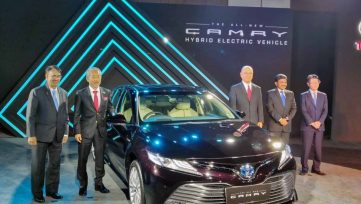 2019 Toyota Camry Hybrid launched in India for INR 36.95 lac 3
