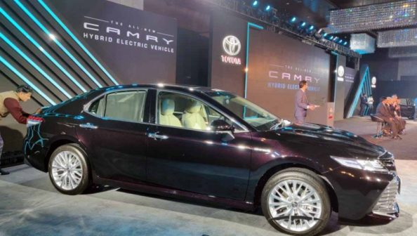 2019 Toyota Camry Hybrid launched in India for INR 36.95 lac 4