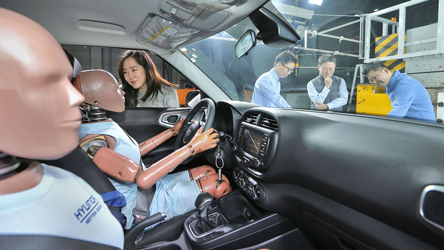 Hyundai Develops World's First Multi-collision Airbag System 1