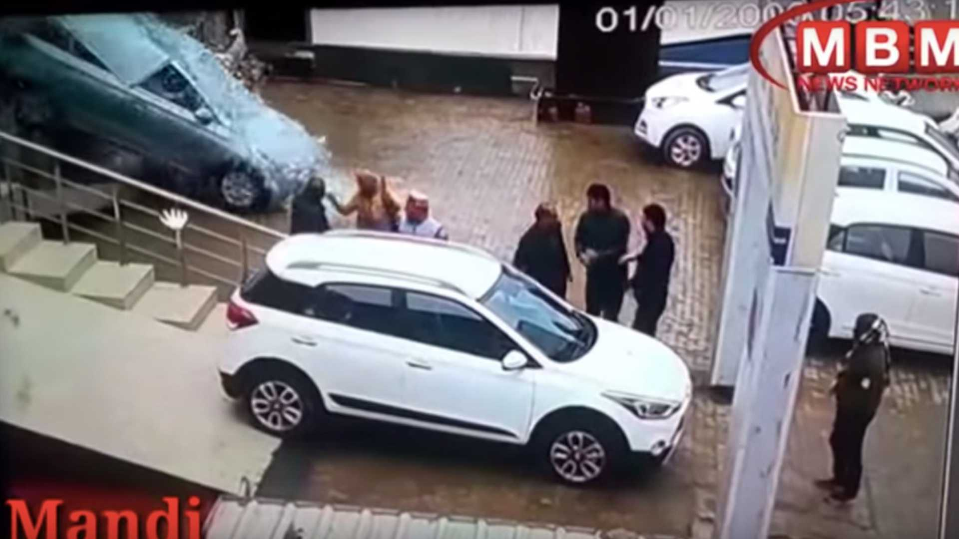Women Crashes Hyundai Out of the Dealership Window 3