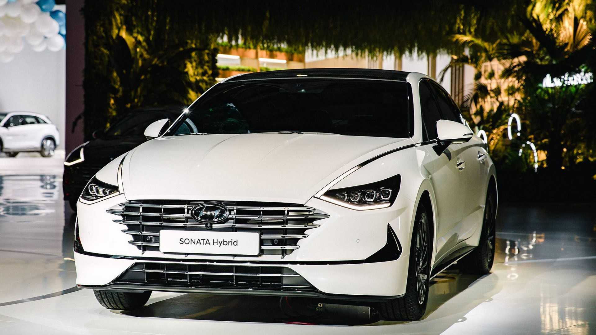 2020 Hyundai Sonata Hybrid Debuts with Solar Roof 6